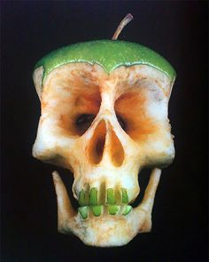 Funny pictures about Apple art. Oh, and cool pics about Apple art. Also, Apple art photos. L'art Du Fruit, Fruit Art, Fresh Fruit, Diy Poster, Food Sculpture, Apple Art, Food Carving, Wax Carving, Pumpkin Carving