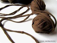 A grande richiesta ecco il tutorial per imparare a fare il filato con i collant, quello con cui ho fatto...
