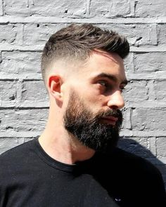 Here's all you need to know about the short textured quiff haircut and how to style it. Including the short textured quiff with skin fade. Short Hair With Beard, Mens Hairstyles With Beard, Quiff Hairstyles, Hair And Beard Styles, Haircuts For Men, Short Hair Styles, Short Textured Hair, Textured Haircut, Beard Haircut