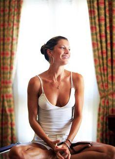 """Gisele Bündchen: """"Acordo às 5h30 para meditar"""" A supermodelo conta como conseguiu disciplina para levantar antes dos dois filhos e praticar meditação por 20 minutos. Ela diz que o sacrifício compensa"""