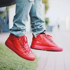 「balenciaga red sneakers」の画像検索結果 Red Sneakers, Vans Authentic, Balenciaga Shoes, Style, Fashion, Red Trainers, Swag, Moda, Fashion Styles