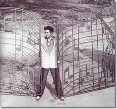 Mar 19, 1957: Elvis Presley puts a down payment on Graceland