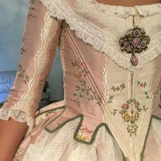 Historical Costume, Historical Clothing, 18th Century Fashion, Renaissance Dresses, Costume Design, Vintage Dresses, Dress Up, Vintage Fashion, How To Wear