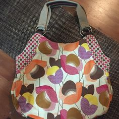 Relic canvas floral print hand bag Large Relic floral print hobo/tote. In great condition. 12 inches tall X 16 inches wide. Zippered pocket on the outside of bag. 3 large pockets inside, middle is zippered. Relic Bags Totes