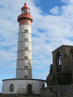 Point Saint-Mathieu: Lighthouse & Benedictine monastery ruin.