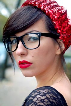 18 Most Romantic Hairstyles with Bangs - Fashionre Estilo Hipster, Moda Hipster, Hipster Girls, Hipster Party, Nice Glasses, Hipster Glasses, Girls With Glasses, Glasses Frames, Romantic Hairstyles