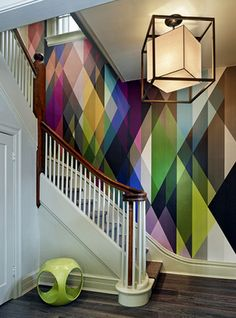 Parede com pintura geométrica e cores fortes. 30 Of The Most Incredible Wall Murals You Have Ever Seen Modern Wallpaper, Of Wallpaper, Geometric Wallpaper, Graphic Wallpaper, Geometric Prints, Colorful Wallpaper, Amazing Wallpaper, Rainbow Wallpaper, Geometric Patterns