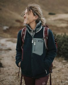 hiking outfit winter / hiking outfit ` hiking outfit summer ` hiking outfit spring ` hiking outfit winter ` hiking outfit women ` hiking outfit fall ` hiking outfit spring for women ` hiking outfits for women Mode Plein Air, Outdoor Style, Trekking Outfit, Cute Hiking Outfit, Hiking Wear, Granola Girl, Mein Style, Camping Ideas, Camping Games