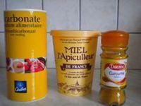 Masque anti tache miel bicarbonate curcuma (attention au curcuma qui tâche la peau)