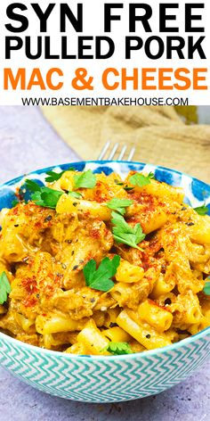 This SYN FREE PULLED PORK MAC & CHEESE is the perfect family friendly Slimming World pasta recipe! Great for dinner or meal prep, it's easy and delicious. Made using Syn Free BBQ Pulled Pork! astuce recette minceur girl world world recipes world snacks Mac Cheese Recipes, Mac And Cheese, Pork Recipes, Lunch Recipes, Pasta Recipes, Dinner Recipes, Healthy Recipes, Vitamix Recipes, Yummy Recipes