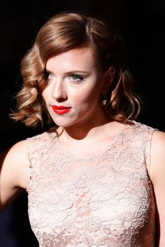 Scarlett Johansson Medium Wavy Cut - Scarlett Johansson Looks - StyleBistro Medium Lenth Hair, Scarlett Johansson Hairstyle, Strawberry Blonde Hair Color, Hot Rollers, Mid Length Hair, Retro Hairstyles, Celebrity Hairstyles, Brigitte Bardot, Hair Lengths