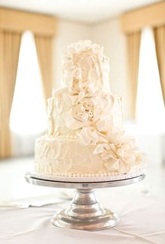 Love this cake and especially that cake stand! Lift it off the table and it is suddenly so much more elegant :)
