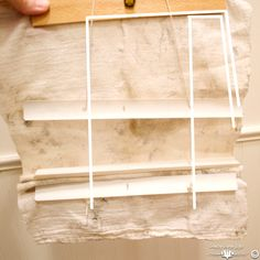 Roman Shade Tutorial using a drop cloth and no sew steps. How to cut a perfect square out of a drop cloth. Roman shade tutorial on the cording too. Cheap Roman Shades, Diy Roman Shades, Diy Junk Projects, Diy Furniture Projects, Roman Shade Tutorial, Upcycled Crafts, Window Coverings, Decorating Your Home, Plastic
