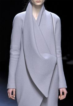 Fashion Minimalism - sleek silhouette and elegant sculptural folds // Haider Ackermann