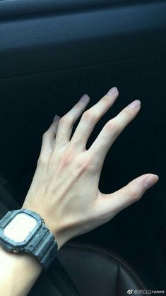 Read 🐾 from the story Daddy kink 🍼💕✨// imágenes 🍒 by lili-UwU with reads. Hand Drawing Reference, Body Reference, Pretty Hands, Beautiful Hands, Hand Veins, Hand Pose, Daddy Aesthetic, Hand Photography, Girls Hand