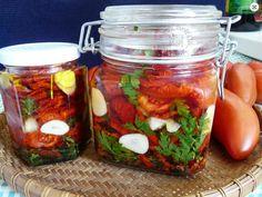o kvalitné domáce sušené paradajky som sa pokúšala viac krát a výsledok nič moc... až keď som minulý rok nasadila odrodu San Marzano, ktorá je špeciálne určená na sušenie za.čalo sa mi dariť..