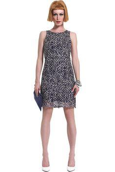 2e670d2c80b6 Φόρεμα πλεκτό βελονάκι αμάνικο σε ριχτή γραμμή μέχρι το γόνατο