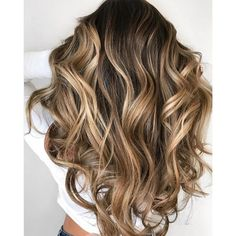 Human Hair extensions have been previously treated and chemically processed. Spray both the top and bottom sides of the backcombed hair with hair spray. Split the section of hair in half, pinning the top half out of the way with your hair clip. Honey Balayage, Balayage Hair Blonde, Balyage Long Hair, Haircolor, Short Balayage, Balayage Hairstyle, Bayalage, Honey Blonde Hair, Brunette Hair