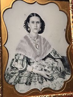 EPITOME OF BEAUTY & GRACE 1/4 PLATE AMBROTYPE OF EXQUISITE WOMAN IN A FULL CASE