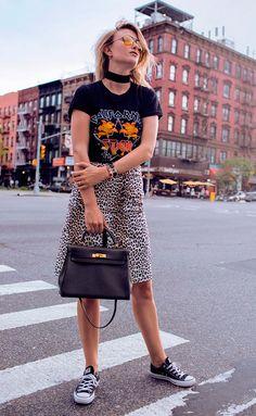 Street style look com saia de onça.