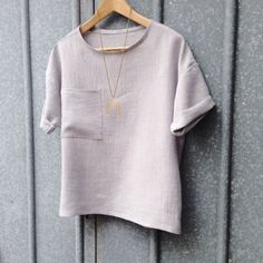 A modified Hemlock Tee by Grainline Studios, made up in crushed linen from Tessuti Fabrics in Melbourne.
