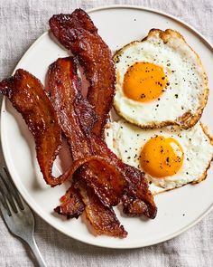 Recipe: Millionaire's Bacon The best bacon you'll ever eat is sweet, smoky, and spicy.<br> The best candied bacon you'll ever eat is sweet, smoky, and spicy.