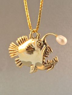 Gold Angler Fish Charm Pendant with Pearl - Angler Fish Jewelry - Fish Charm Fish Pendant Fish Necklace Cute Jewelry, Jewelry Accessories, Unique Jewelry, Weird Jewelry, Bling Bling, Piercings, 14k Gold Chain, Looks Vintage, Jewelery
