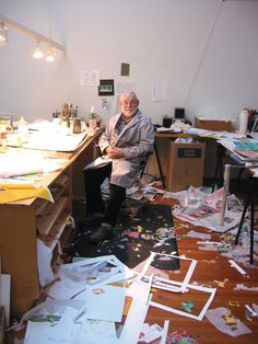 pipsqueak-press: Eric Carle in his studio harpercollinschildrens: collageoftheweek: The master Eric Carle in his studio, from Magazine Vol. 6 No. Love this picture of Eric Carle in his studio Eric Carle, Artist Art, Artist At Work, Art Graphique, Children's Book Illustration, Vincent Van Gogh, Carpe Diem, Famous Artists, Art Studios