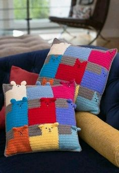 Cute Crochet Patterns Kittens and Puppies for Sale Pillows - Free crochet and knit patterns to make handmade gifts for everyone this holiday season. Chat Crochet, Crochet For Kids, Crochet Baby, Free Crochet, Single Crochet, Crochet Cushions, Crochet Pillow, Crochet Fabric, Blanket Crochet