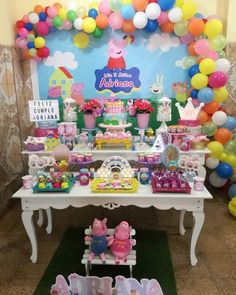 3 year old theme parties for girls - Trend Today : Your source for the latest trends, exclusives & Inspirations Peppa Pig Pinata, Bolo Da Peppa Pig, Peppa Pig Balloons, Cumple Peppa Pig, Peppa Pig Birthday Cake, 4th Birthday Parties, Birthday Party Decorations, Theme Parties, 3rd Birthday
