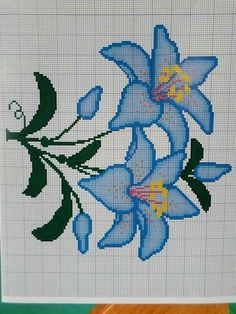 This Pin was discovered by Ces Cross Stitch Heart, Cross Stitch Borders, Cross Stitch Flowers, Cross Stitch Designs, Cross Stitching, Cross Stitch Embroidery, Embroidery Patterns, Cross Stitch Patterns, Tapestry Crochet