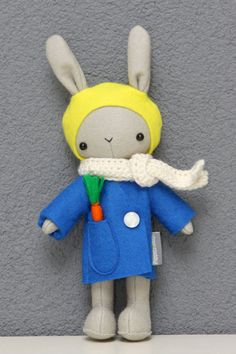 Schattig konijntje knuffel decoratie van PuppetsandHugs op Etsy...cutest rabbit plushie ever make great easter gift too for all your little bunnies