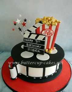 Film roll and clapperboard Film roll and clapperboard Movie reel and clapperboard 87 Source by Creative Cake Decorating, Cake Decorating Techniques, Torta Real Madrid, Music Birthday Cakes, 50th Birthday, Beautiful Cakes, Amazing Cakes, Movie Cakes, Movie Theme Cake
