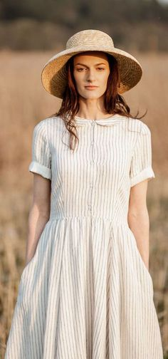 Simple yet graceful, comfortable yet unique with a little twist of magic - all Son de Flor dresses are well thought out and made with the highest attention to the smallest detail. Parisienne Chic, Full Circle Skirts, Full Skirts, Linen Dresses, Casual Dresses, Complete Outfits, Short Sleeve Dresses, Short Sleeves, Fashion Tips For Women