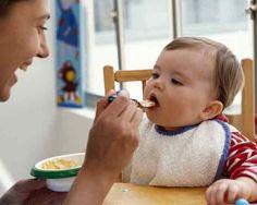 Bébé Confort: Nourrir un bébé