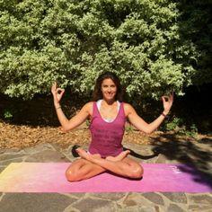 Yoga anti-cellulite : le Yoga et la respiration profonde peuvent aider à éliminer la cellulite et à prévenir le stockage des graisses dans les tissus en améliorant le tonus musculaire et en favorisant l\'oxygénation des cellules. Hélène Duval,...