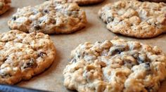 Oatmeal - Gluten Free Amazing Easy Cookies Even Microwave Them Using just 3 ingredients, make super healthy cookies with minimal effort. Desserts Végétaliens, Healthy Desserts, Dessert Recipes, Eat Healthy, Ww Recipes, Cookie Recipes, Skinny Recipes, Delicious Recipes, Recipies