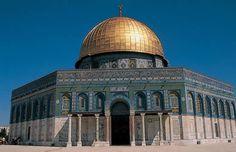 14 - Domo da Rocha - localizado no Monte do Templo, na cidade Velha de Jerusalém. A construção do século VII é um dos sítios mais sagrados do Islã, iniciada em 685 e terminada em 691. Arquitetura: Islâmica. Um dos colaboradores do Templo foi o califa Abd al-Malik.