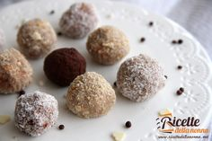 Dei dolcetti molto facilie veloci dapreparare, che ricordano molto i tartufi al cioccolato.Potete realizzare le palline di biscotto con pochi e semplici ingredienti: biscotti secchi (tipo Oro Saiwa), Nutella e ricotta. Procedimento In una terrina amalgamate insiemela ricotta con lo zucchero e i biscotti tritati. Aggiungete quindi la Nutella e continuate a mescolare. Quando il […]