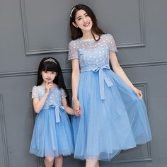 2017 new mother daughter dresses women fashion blue lace flower mesh dress family look long summer dress mommy and me clothes