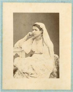 Algérie, Jeune Mauresque Vintage albumen print. Tirage albuminé 11x16 C