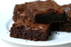 Il brownie è un dolce al cioccolato estremamente goloso ed invitante tipico degli Stati Uniti che deve il suo nome al caratteristico colore marroncino scuro.