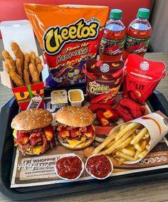 BK Double Bacon Cheese Burger, Pommes Frites, Flamin Hot Mac-N-Cheetos, Hähnchen Fries, . Cute Food, Good Food, Yummy Food, Tasty, Best Junk Food, Comida Disney, Sleepover Food, Junk Food Snacks, Food Goals