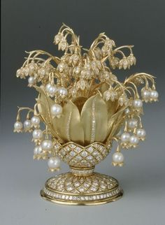 ФАБЕРЖЕ, Snowdrops in a vase. Gold, rock crystal, casting, carving, engraving, polishing. 1880s