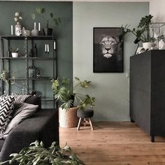 La imagen puede contener: mesa, planta e interior Simple Living Room Decor, Living Room Green, Green Rooms, Home Living Room, Living Spaces, Living Room Color Schemes, Living Room Designs, Living Room Colors, New Room
