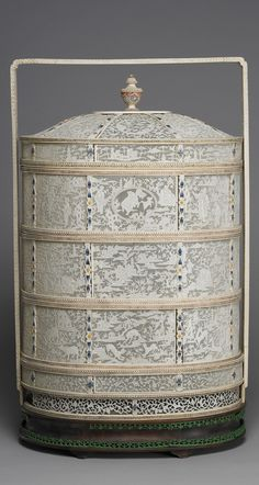 Ivory four-tiered food carrying case in openwork relief, second half of 18th century to early 19th century.