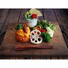 いいね!962件、コメント81件 ― ✰Naho✰さん(@naho628)のInstagramアカウント: 「* 娘ちゃんお留守番ごはん オムライス定食で おはようございます * 息子のお弁当を作って グラウンド⚾️へ送ってから出勤! やっぱり土曜は 忙しーい‼︎‼︎‼︎ + +…」 Cooking Ingredients, Cooking Recipes, Japanese Food Dishes, Breakfast Dishes, Lunch Menu, Creative Food, Food Presentation, Food Design, Food Plating