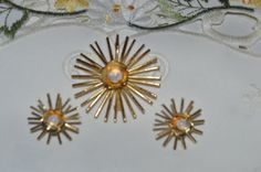 """Vintage Art Deco 2"""" Brooch 1"""" Screw Back Earrings Gold Tone Star Burst Flower Faux Opal Cabochon Centers Sun Retro In Excellent Condition (8.50 USD) by annarose361"""