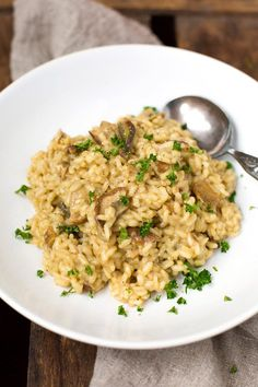Steinpilzrisotto mit getrockneten Steinpilzen - Kochkarussell Risotto with dried porcini mushrooms. Vegetarian Pasta Recipes, Vegan Pasta, Vegan Recipes Easy, Lunch Recipes, Italian Recipes, Dinner Recipes, Risotto Simple, Sausage Recipes, Beef Recipes