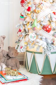 It's time for some Fresh and Fabulous DIY Holiday Crafts To Make Now. Come and check out some brand new Holiday and Christmas crafts that are HOT! Christmas Bedroom, Christmas Post, Diy Christmas Tree, Kids Christmas, Christmas Decorations, Christmas 2019, Coastal Christmas, Christmas Gingerbread, Xmas Tree